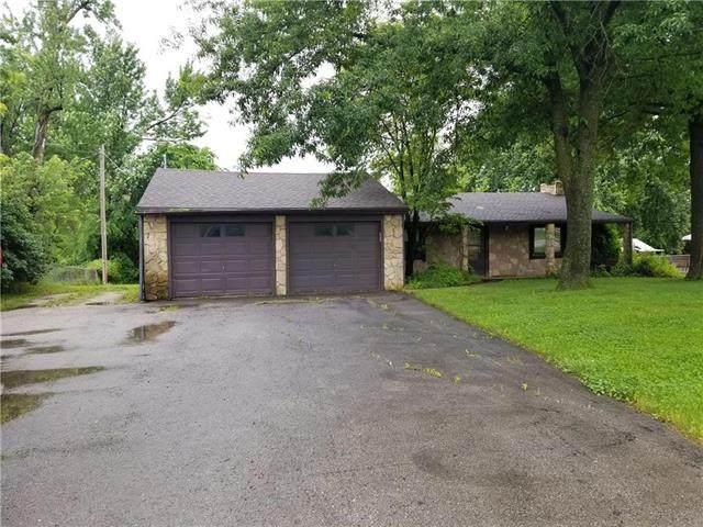 15811 Midland Drive, Shawnee, KS 66217 (#2222329) :: The Shannon Lyon Group - ReeceNichols