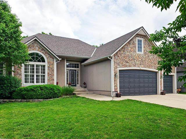 10013 Redbud Lane, Lenexa, KS 66220 (#2222740) :: House of Couse Group