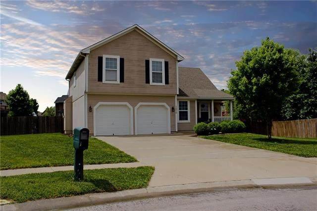 1010 E Cottage Creek Circle, Gardner, KS 66030 (#2222832) :: Dani Beyer Real Estate