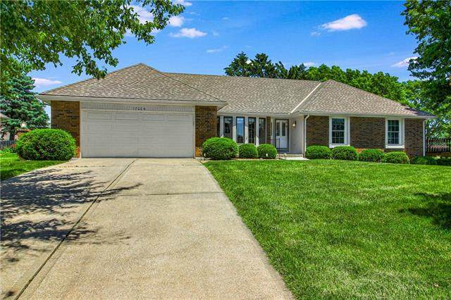 17004 E George Franklyn Drive, Independence, MO 64055 (#2222875) :: Ron Henderson & Associates
