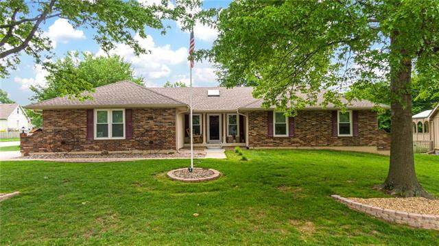 612 NE Bordner Drive, Lee's Summit, MO 64086 (#2222936) :: Ask Cathy Marketing Group, LLC