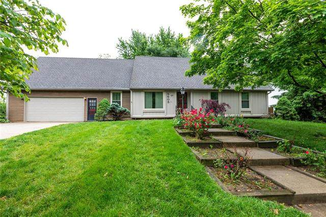 5605 NW Raintree Drive, Kansas City, MO 64152 (#2222998) :: Audra Heller and Associates