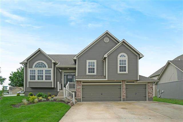 2356 SW Current Court, Lee's Summit, MO 64082 (#2223000) :: Audra Heller and Associates