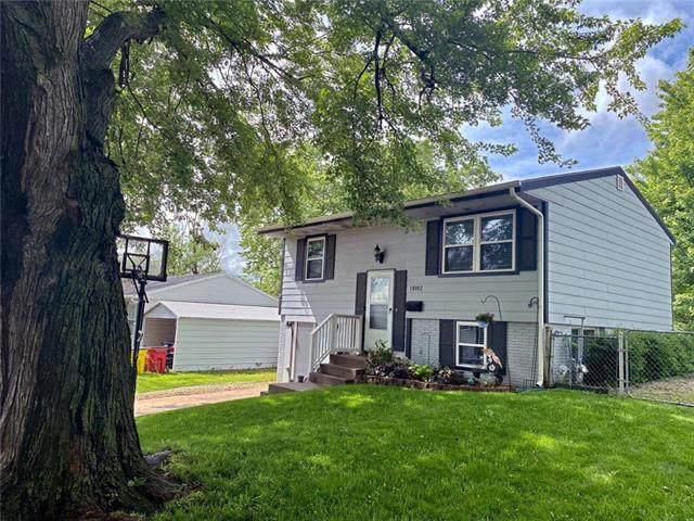 18002 E 16th Terrace, Independence, MO 64058 (#2223003) :: Team Real Estate