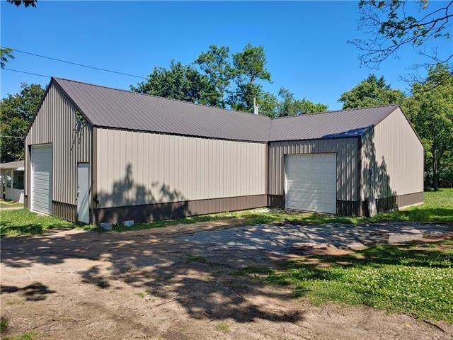 810 S Grand Street, El Dorado Springs, MO 64744 (#2223110) :: The Gunselman Team