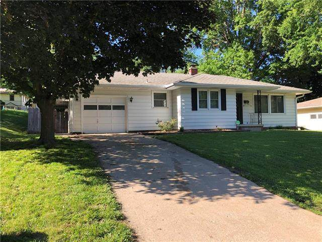 3113 Doniphan Avenue, St Joseph, MO 64507 (#2223117) :: House of Couse Group