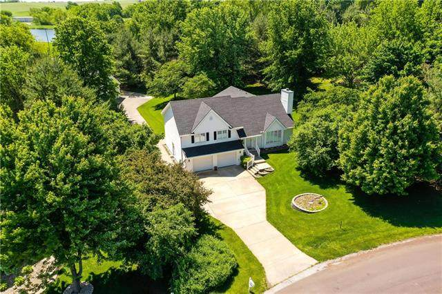 4904 Creek Crossing Drive, St Joseph, MO 64507 (#2223127) :: House of Couse Group