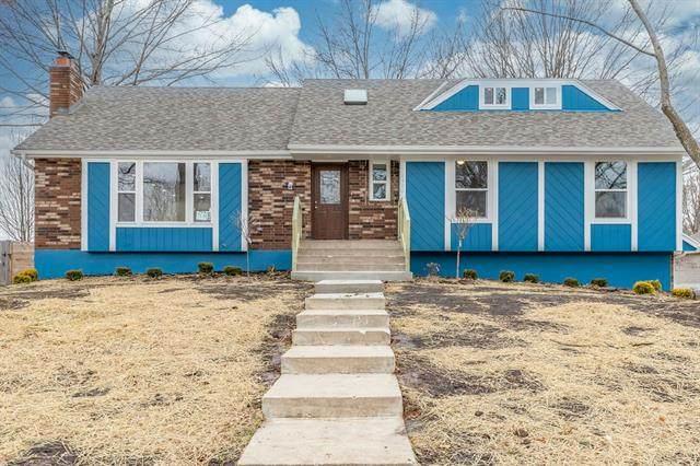 2400 SW Still Meadows Lane, Blue Springs, MO 64015 (#2223190) :: Team Real Estate