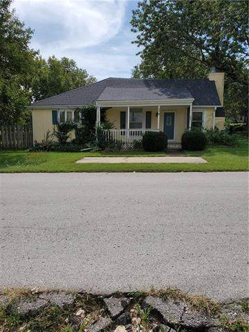 207 S 1st Street, Louisburg, KS 66053 (#2223307) :: Ron Henderson & Associates
