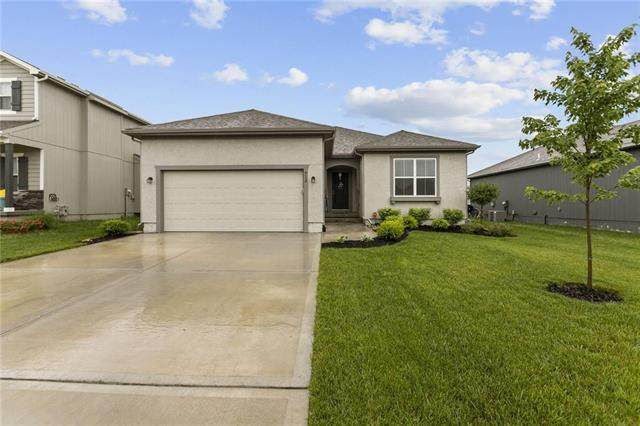 912 SE Auburn Court, Blue Springs, MO 64014 (#2223324) :: Audra Heller and Associates
