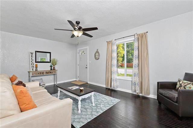 3004 W 75th Street, Prairie Village, KS 66208 (#2223339) :: Ron Henderson & Associates