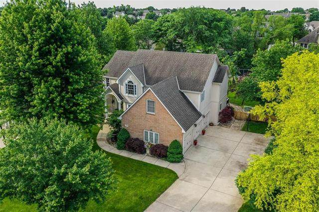 2421 SW Wintergreen Court, Lee's Summit, MO 64081 (#2223546) :: Ron Henderson & Associates