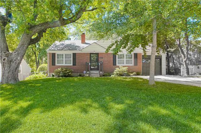 4625 W 60th Street, Fairway, KS 66205 (#2223557) :: Ron Henderson & Associates