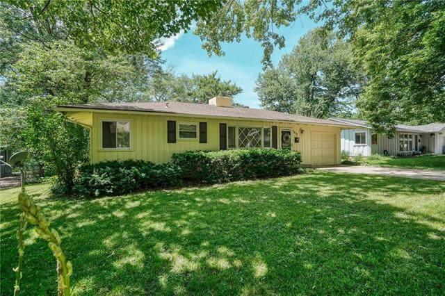 7832 Rosewood Lane, Prairie Village, KS 66208 (#2223609) :: Ron Henderson & Associates