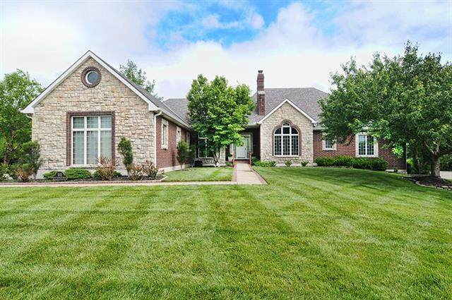 512 NW Edgewood Trail, Lee's Summit, MO 64081 (#2223617) :: Ron Henderson & Associates