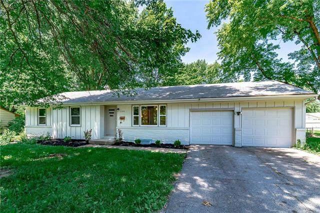11510 Applewood Drive, Kansas City, MO 64134 (#2223715) :: Ron Henderson & Associates