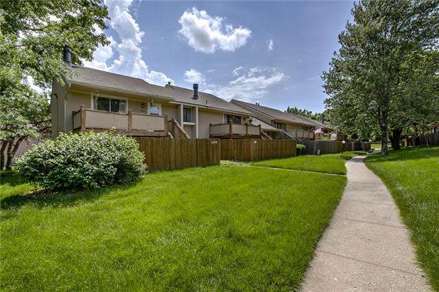 10931 Gillette Street, Overland Park, KS 66210 (#2223734) :: House of Couse Group