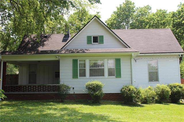 3030 S Sterling Avenue, Independence, MO 64052 (#2223943) :: Ron Henderson & Associates