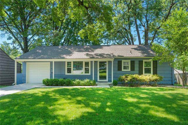 6707 W 78th Terrace, Overland Park, KS 66204 (#2223987) :: House of Couse Group