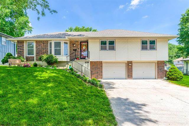 11914 E 55th Street, Kansas City, MO 64133 (#2224156) :: The Gunselman Team