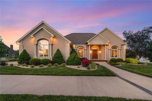 1201 SE Willow Place, Blue Springs, MO 64014 (#2224162) :: Edie Waters Network