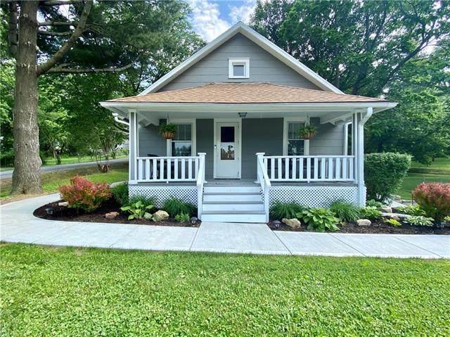 2214 Elm Street, St Joseph, MO 64505 (#2224487) :: Team Real Estate
