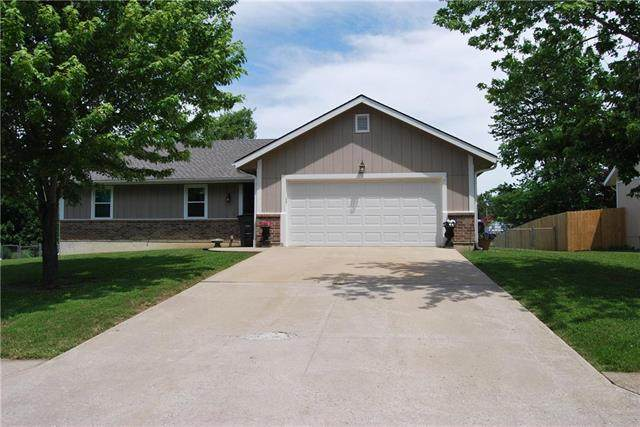 1005 N King Avenue, Harrisonville, MO 64701 (#2225031) :: The Shannon Lyon Group - ReeceNichols