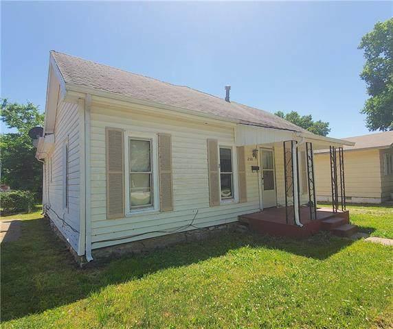 230 E 4th Avenue, Garnett, KS 66032 (#2225340) :: House of Couse Group