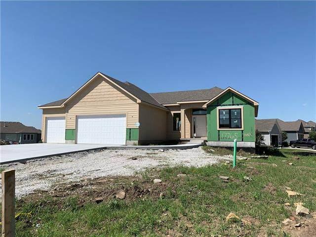 17765 S Myrna Drive, Olathe, KS 66062 (#2225795) :: Dani Beyer Real Estate