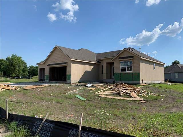 17774 S Myrna Drive, Olathe, KS 66062 (#2226012) :: Dani Beyer Real Estate