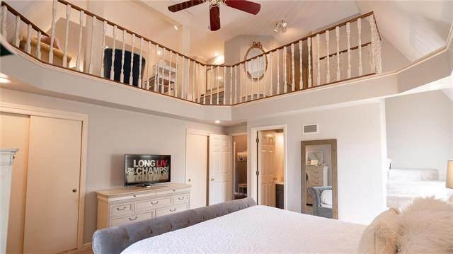 9706 W 105th Street, Overland Park, KS 66212 (#2226799) :: Eric Craig Real Estate Team