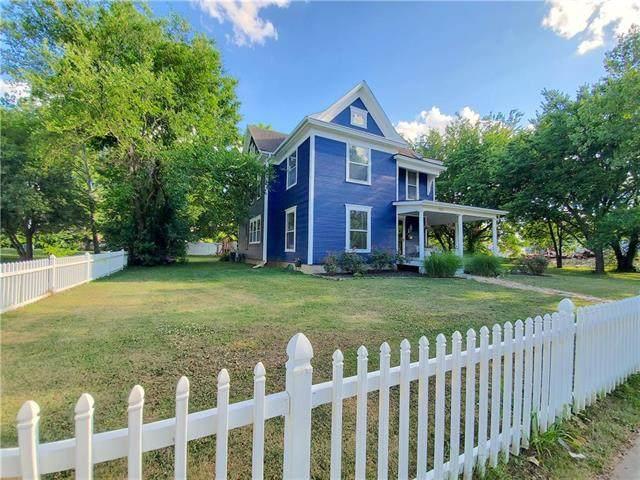324 W 4th Avenue, Garnett, KS 66032 (#2227398) :: House of Couse Group