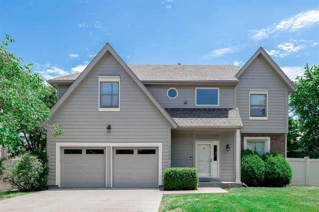 15229 Outlook Street, Overland Park, KS 66223 (#2227405) :: House of Couse Group