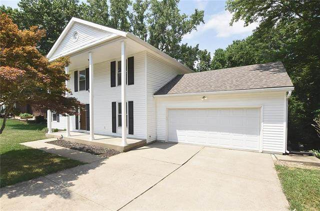8902 NW Melody Drive, Parkville, MO 64152 (#2227441) :: Eric Craig Real Estate Team