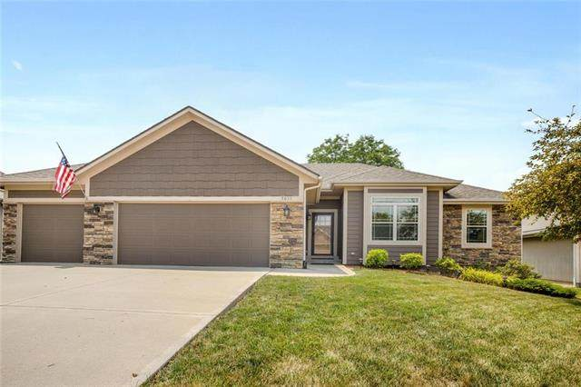 5033 Woodstock Court, Shawnee, KS 66218 (#2227496) :: Eric Craig Real Estate Team
