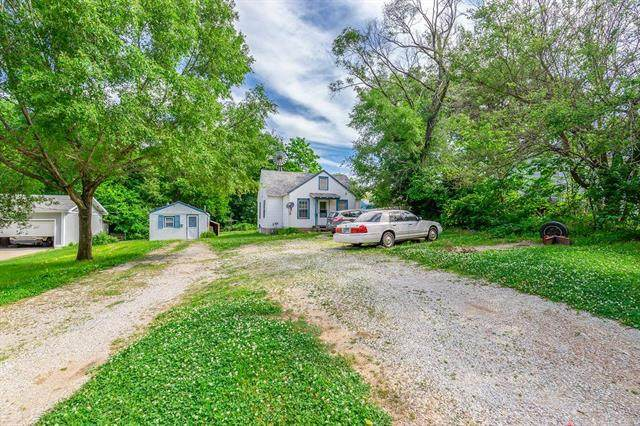 111 W Morse Avenue, Bonner Springs, KS 66012 (#2227605) :: The Gunselman Team