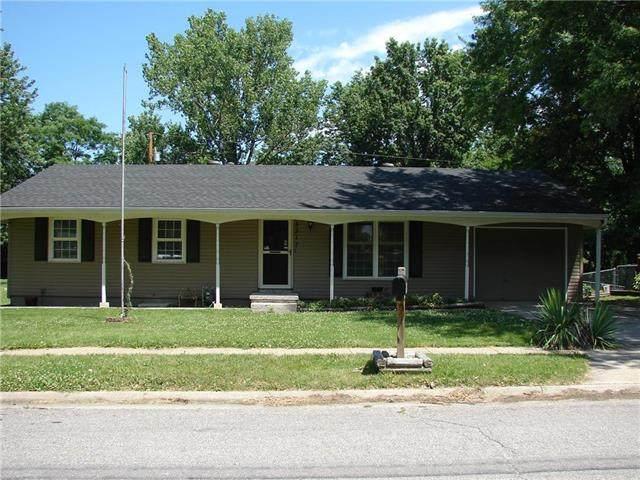 5317 University Avenue, St Joseph, MO 64503 (#2227804) :: Eric Craig Real Estate Team