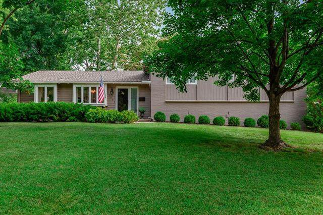 2304 W 104th Street, Leawood, KS 66206 (#2227980) :: House of Couse Group