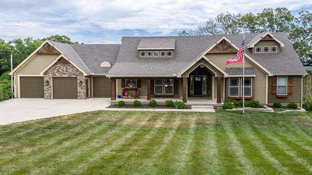 1033 S 104th Street, Edwardsville, KS 66111 (#2228143) :: House of Couse Group