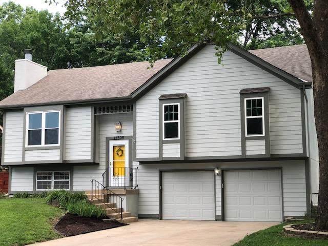 15308 W 152nd Street, Olathe, KS 66062 (#2228188) :: House of Couse Group