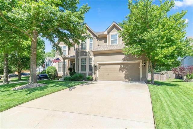 15817 Maple Street, Overland Park, KS 66223 (#2228197) :: House of Couse Group