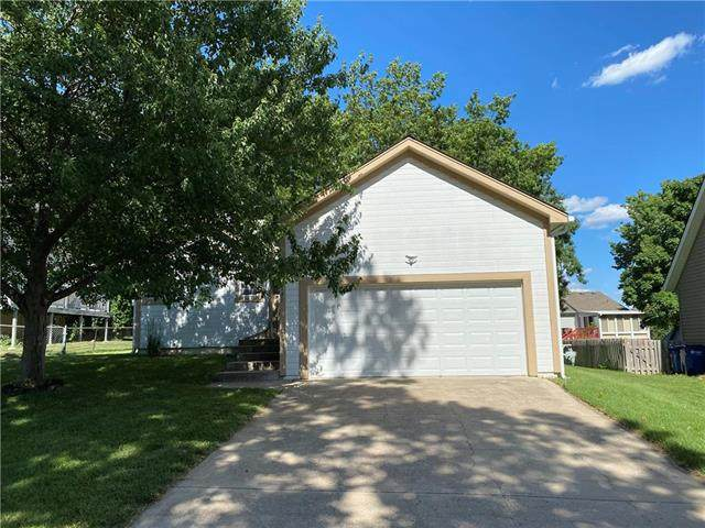 7141 Park Street, Shawnee, KS 66216 (#2228231) :: Team Real Estate