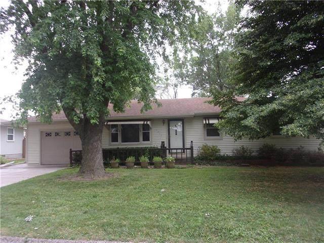1211 Main Street, Paola, KS 66071 (#2228322) :: Eric Craig Real Estate Team