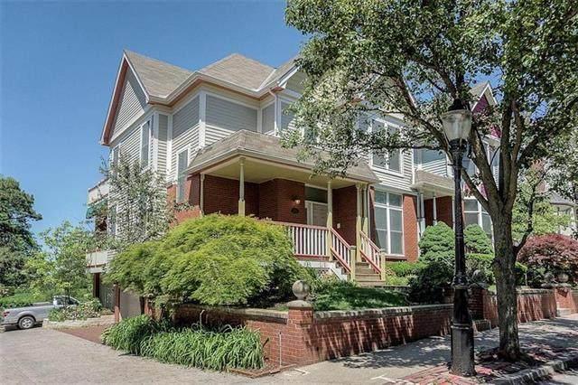 216 E 30TH Street, Kansas City, MO 64108 (#2228625) :: Dani Beyer Real Estate