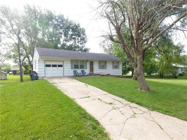 312 Clearview Drive, Pleasant Hill, MO 64080 (#2228677) :: Edie Waters Network