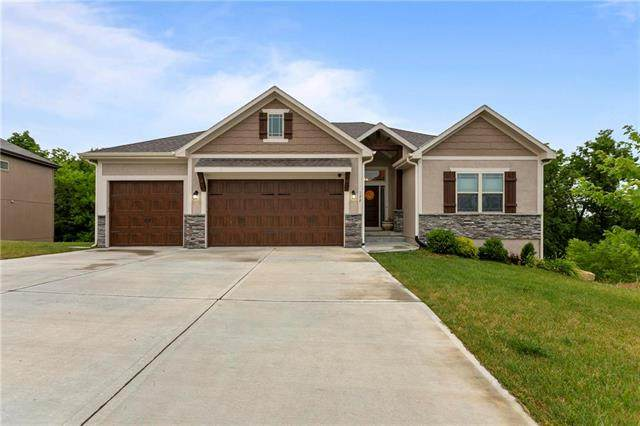 122 E Maple Street, Lone Jack, MO 64070 (#2228705) :: House of Couse Group