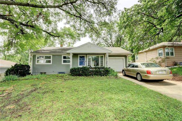 9733 E 27th Terrace, Independence, MO 64052 (#2228834) :: House of Couse Group