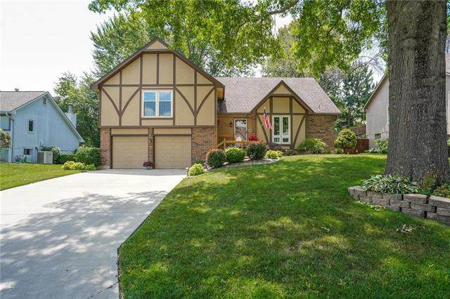 1008 NW Forest Drive, Blue Springs, MO 64015 (#2228848) :: Team Real Estate