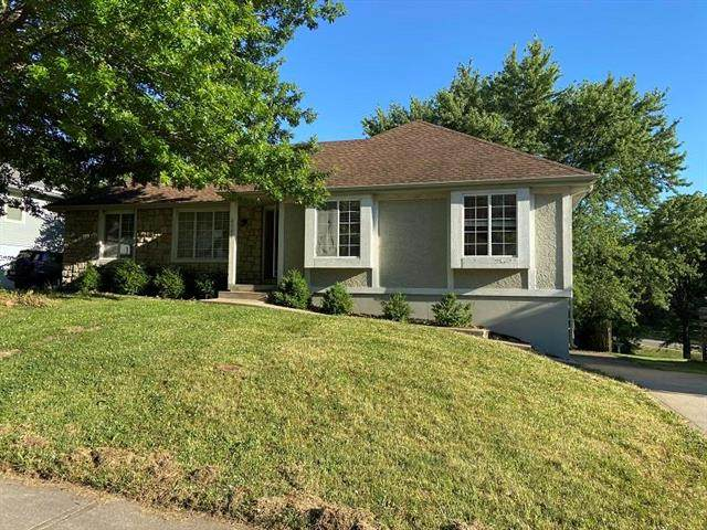 4104 NW Delwood Drive, Blue Springs, MO 64015 (#2228980) :: NestWork Homes