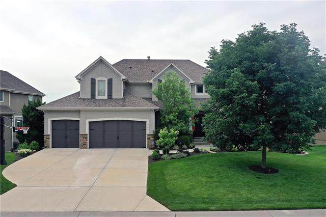 9409 W 158TH Street, Overland Park, KS 66221 (#2229205) :: The Gunselman Team